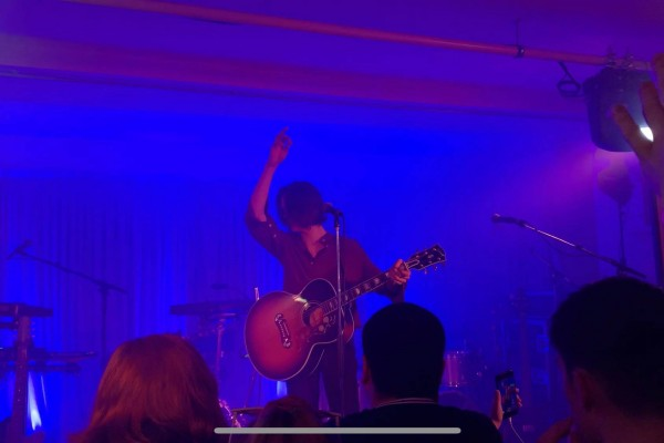 Ogden throws singing duty to the crowd during 'My Favourite room'