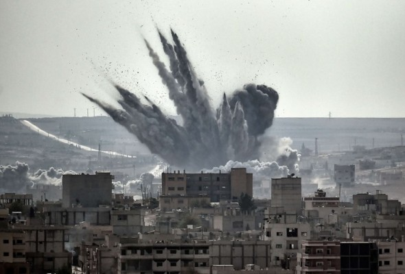 Explosion in Syria border town near Turkey - by Jordi Bernabeu Farrús